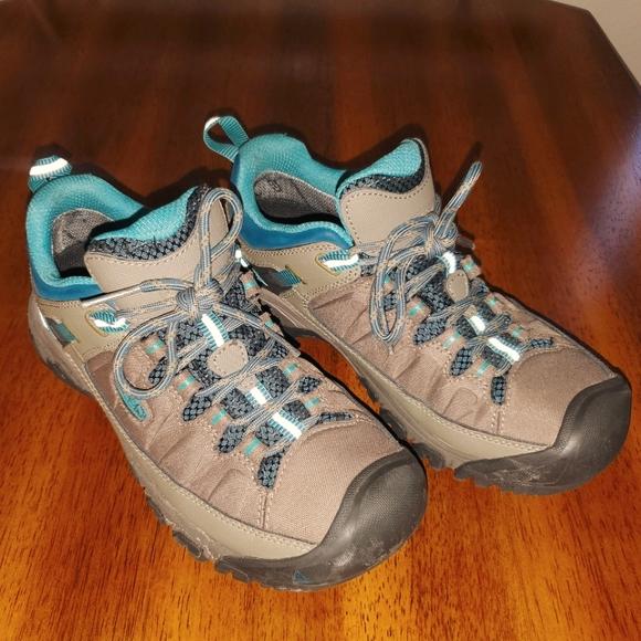 Women's KEEN Waterproof Hikers Size 8
